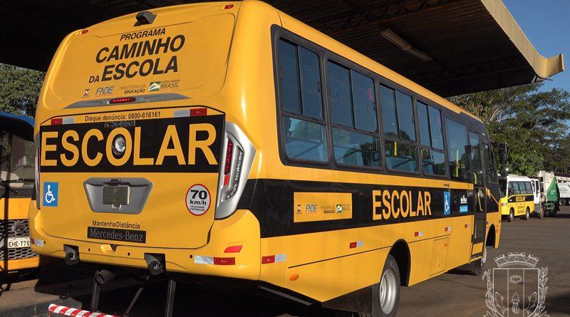Educação Municipal recebe novo ônibus do Estado de São Paulo para transporte de alunos