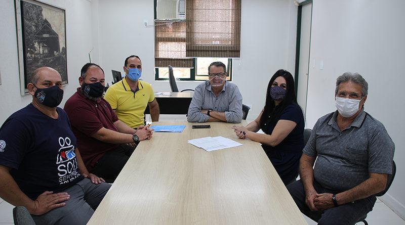 Prefeito e Secretários recebem representantes do Sindicato dos Servidores Municipais.